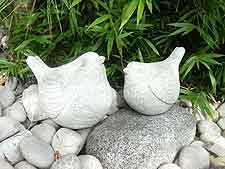 Stone-effect bird ornaments